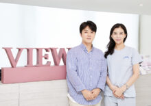 Singer and PD Song Min-jun visited View Plastic Surgery Clinic.